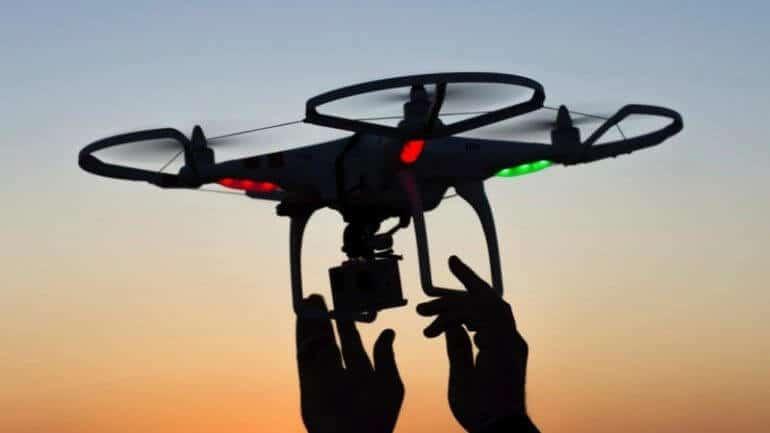 Duvara yapışabilen drone'la tanışın!