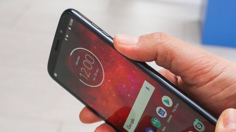 Orta sınıf telefonlardan en iyi batarya ömrüne sahip; Moto Z3 Play