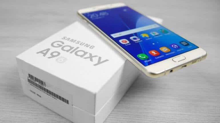 Samsung'tan yeni geniş ekranlı telefon