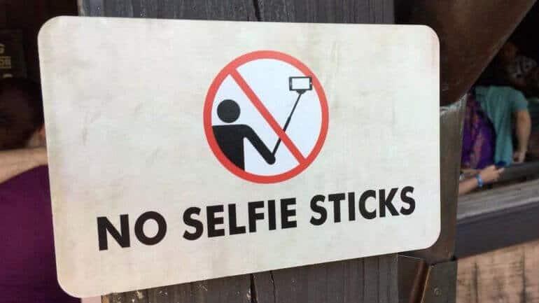 Selfie çubukları buralarda yasaklandı!