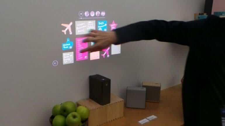 Sony, yüzeyleri dokunmatik ekrana dönüştürebilen projektörünü tanıttı