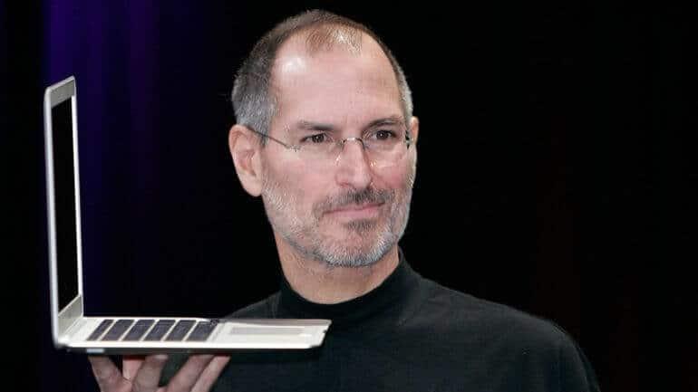 Steve Jobs'un mezarında adı neden yazmaz?