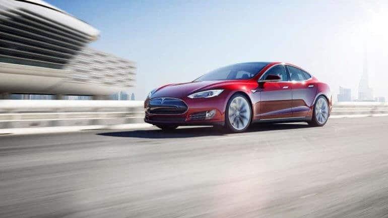 Tesla'da araç içi güvenlik güncellemesi geldi