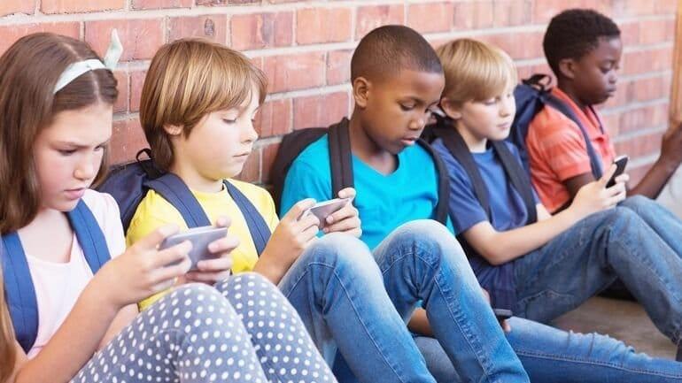 Türkiye'de Çocukların Yüzde 60'ı Akıllı Telefon Kullanıyor
