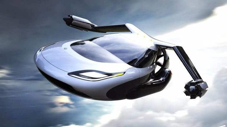 Uçan arabalar yolda, daha doğrusu semalarda!